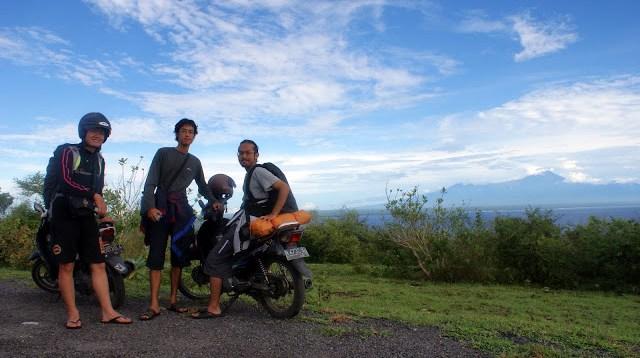 Cuaca cerah sepanjang perjalanan di Lombok Timur.