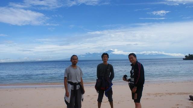 Tangsi Beach salah satu tempat wisata pantai yang bisa kamu kunjungi kalau liburan ala backpacker ke Lombok.