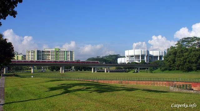 MRT singapore yang selalu sibuk seharian, saya abadikan foto di daerah Woodland
