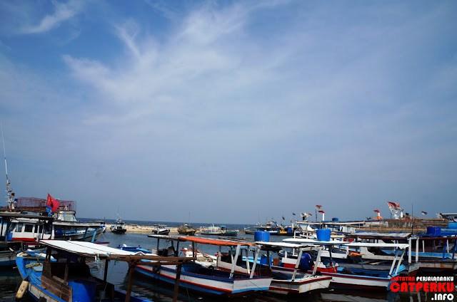 Ada yang bisa menghitung berapa jumlah perahu yang ada disini?