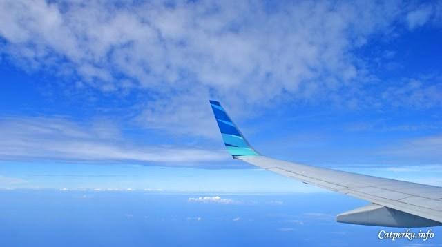Kadang terbang diantara awan juga loh!