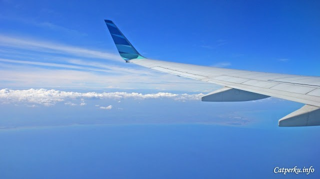 Sekarang sudah mengangkasa, perkiraan berada di atas Laut Jawa. Tapi saya tidak tahu dimana tepatnya :)