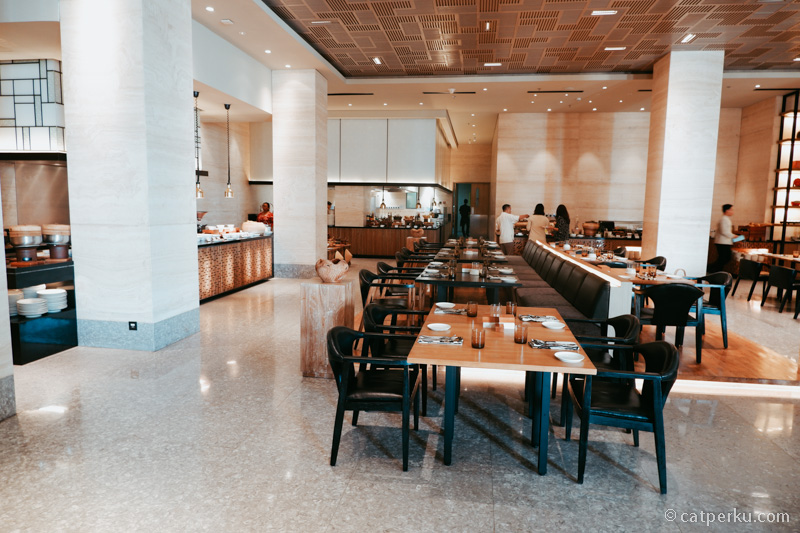 Épice Alila Solo tempat makan siang dan sarapan pagi.