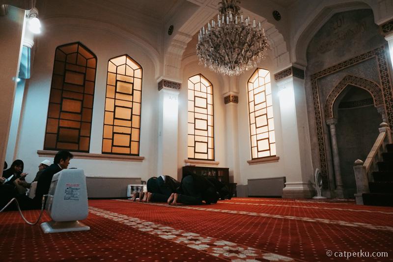 Bagian dalam Masjid Kobe. Kalian bisa mampir kesini kalau liburan ke Kobe.