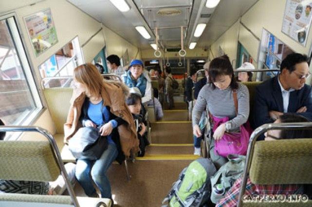 Bagian dalam dari cable car, terlihat luas ya?