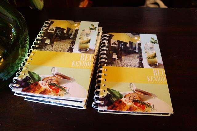 Bahkan desain buku menunya pun unik.