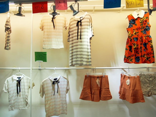 Baju-baju murah yang dijual di KWC Fashion Mall!