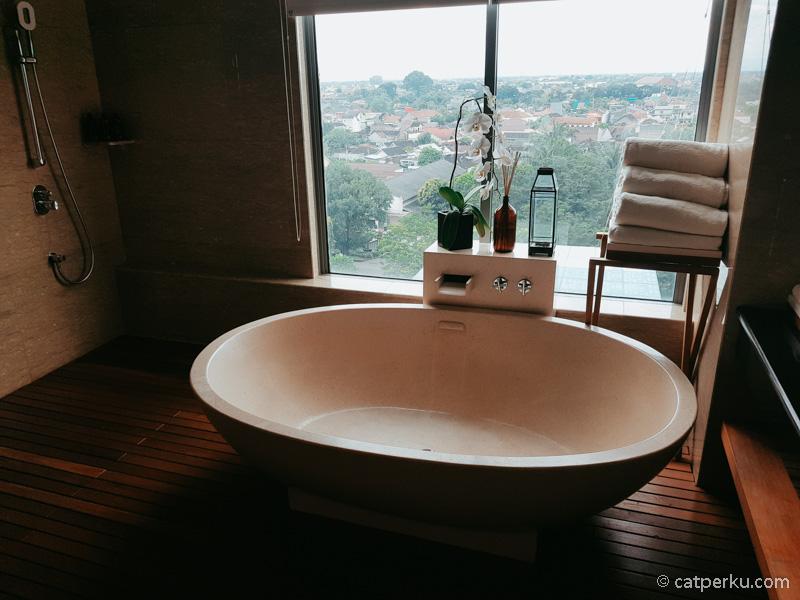 Bathtub di Spa Alila Solo.