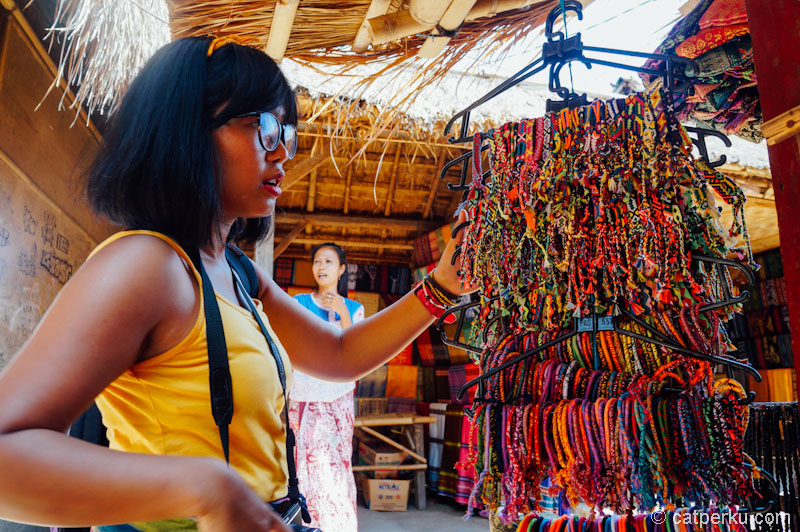 Belanja oleh-oleh khas Lombok disini saja!