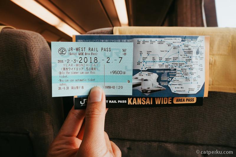 Beli tiket terusan seperti Japan Raill Pass, JR West Raill Pass Atau Seishun 18 Kippu akan sangat membantu menghemat budget liburan ala Backpacker ke Jepang!