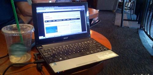 Acer Aspire One ini yang mau saya upgrade ke Acer Iconia PC tablet dengan Windows 8 terbaru!