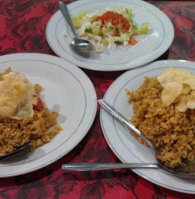 Berburu nasi goreng di Jalan Sabang, Nasi Goreng Sosis (Kiri), Nasi Goreng Kambing(Kanan)