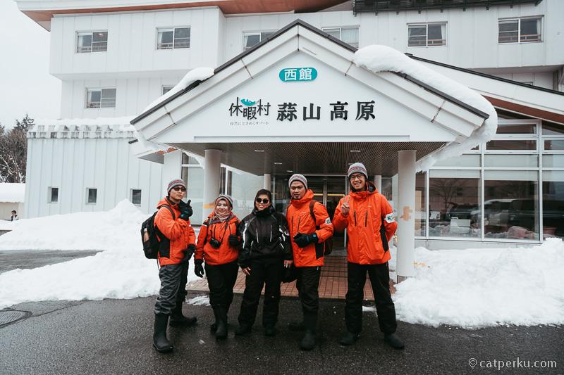Bersiap dulu sebelum main salju di Hiruzen Snowpark.