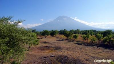 Gunung Agung, dari salah satu view point di sisi timur Bali