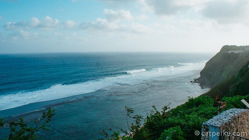 Boleh saya bilang terkesima pada karma kandara? Pantai Karma Kandara yang ada di dekat Karma Kandara Beach Club Bali!