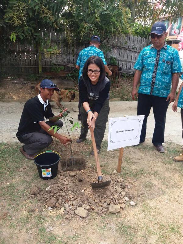 Daihatsu Indonesia bersama tim Terios 7 Wonders menanam 700 pohon