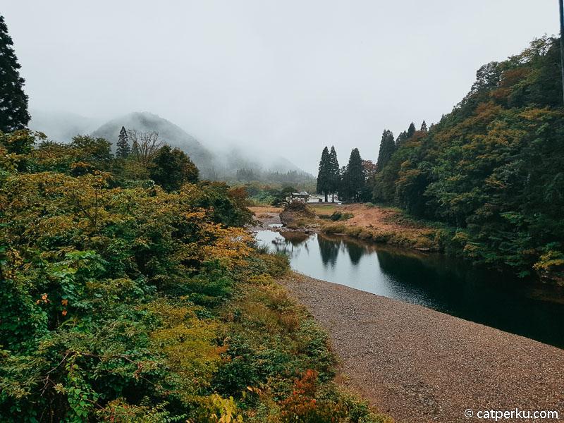 Dakigaeri Valley ini adalah salah satu spot menikmati suasana autumn yang berada tak juh dari Kakunodate.