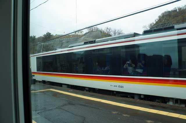 Dan sepertinya penumpang Kumagera pun begitu antusias melihat Aoike yang saya tumpangi lewat ^^