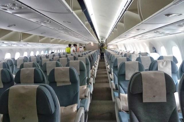 Desain Interior Royal Brunei Airlines kelas ekonomi mengingatkan saya kepada salah satu maskapai di Indonesia.