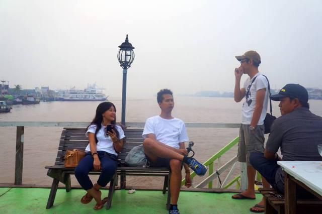 Di Pontianak bis ngopi sambil nongkrong di atas Perahu dan berlayar di Sungai Kapuas