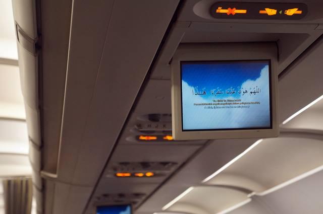 Dimainkan video doa perjalanan sebelum take off, ini yang membuat Royal Brunei Airlines berbeda dengan maskapai lainnya.
