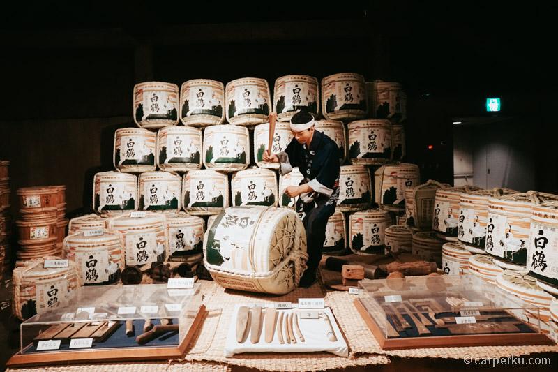 Disini bisa melihat diorama cara pembuatan Sake secara tradisional.