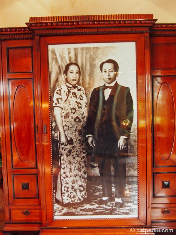 Foto Liem Seeng Tee dan istirnya pendiri Sampoerna