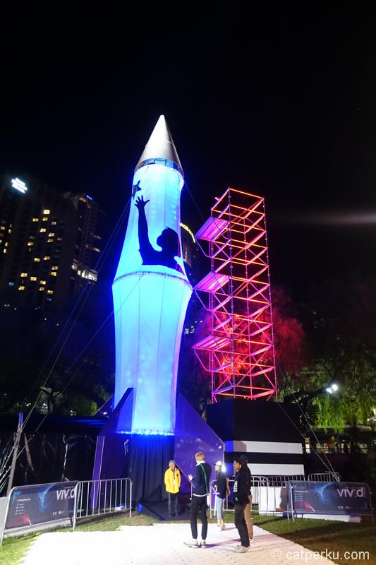 Ada rocket luar angkasa disini! Tapi nggak bisa terbang :P