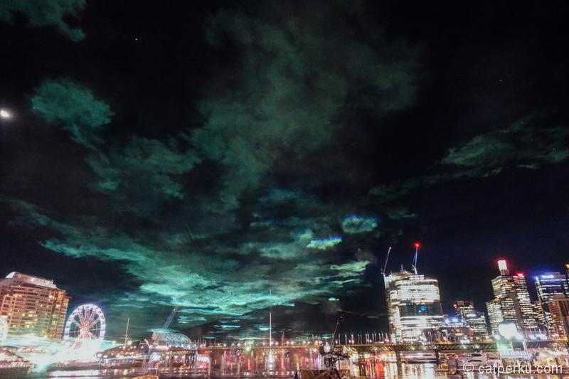 Aurora di Darling Harbour? Bukan, ini sebenarnya salah satu show dari Vivid Sydney kok :D