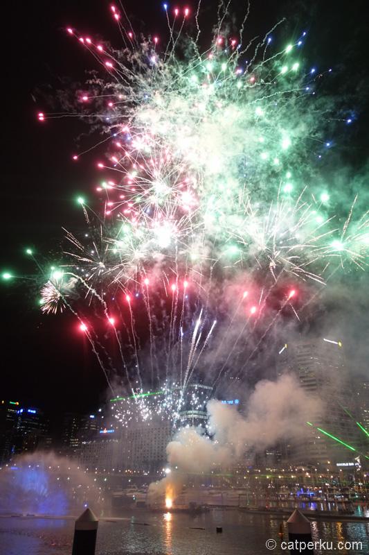 Nggak ketinggalan, kembang api juga ikut meramaikan acara ini!
