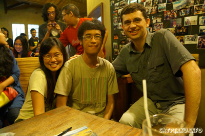 Mbak Dina, Saya, Dan Mas Ryan. Penulis, programmer, programmer, moga bisa ketularan :D