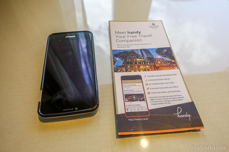 Handy smartphone, salah satu fasilitas hotel yang paling bermanfaat!