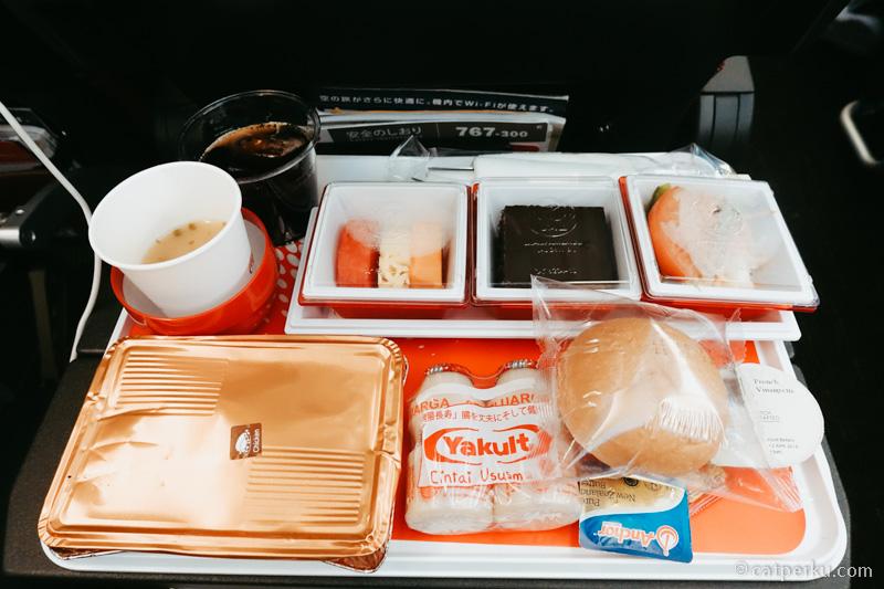 Inflight meal dari Jakarta - Tokyo waktu saya terbang dengan JAL di musim panas 2017.
