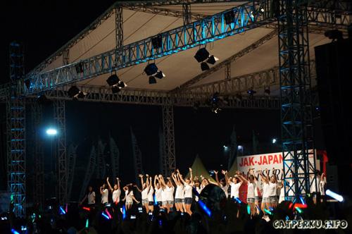 JKT 48 yang ikut bikin Rame di Jak-Japan matsuri 2013 di Monas, Jakarta kemarin.