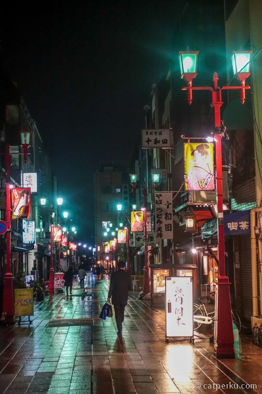 Jalan kaki keliling Asakusa sambil berburu foto itu menyenangkan lho