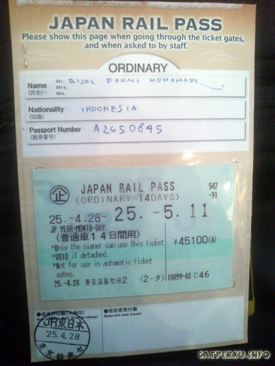 JR Pass yang asli, didapatkan setelah menukarkan vouchernya. Punya saya ini harganya 45100 Yen.