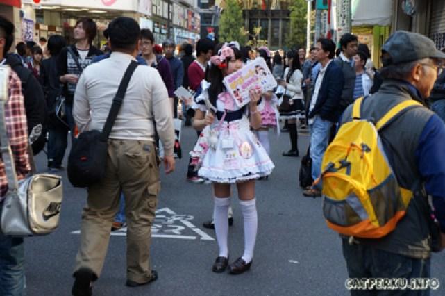 Banyak cewek berbaju Maid seperti ini di Akihabara!