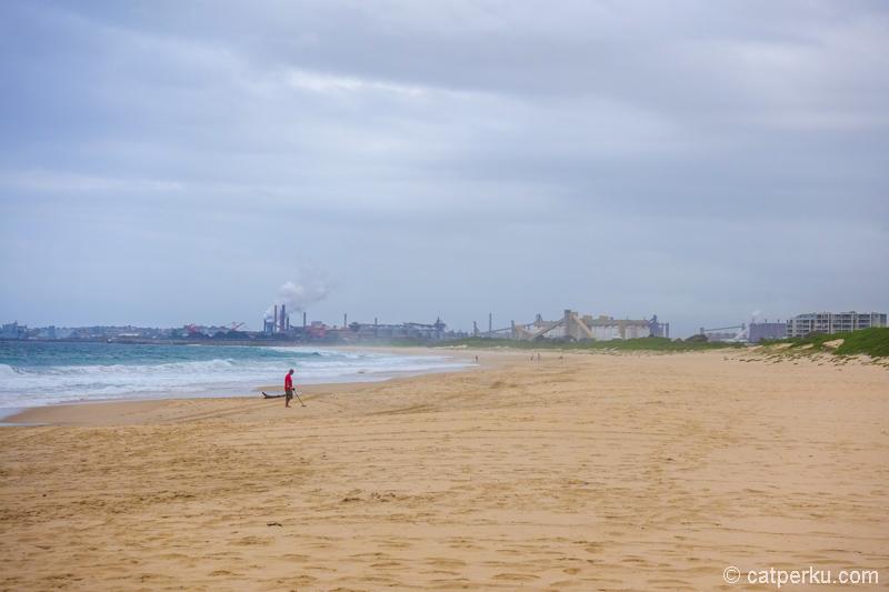 Kalau cerah, Wollongong Beach ini pasti keren!