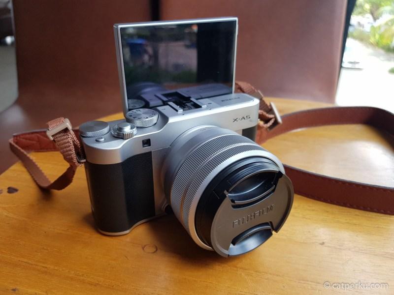 Kalau penasaran dengan kamera ini, baca review Fujifilm X-A5 ini. Kira-kira perlu waktu sebulan biar reviewnya mendalam~ Harap sabar ya!