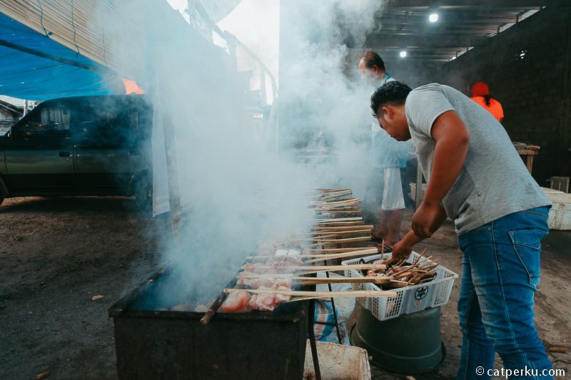Kalaupun sekedar melihat-lihat pasar ikan juga boleh.