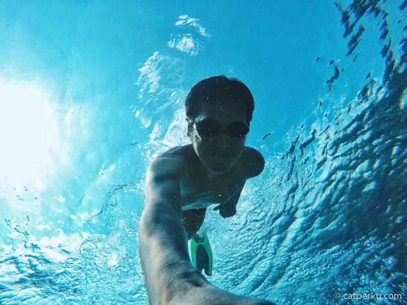 Kali ini saya tidak diving di Tomia, tapi tetep iseng free diving.