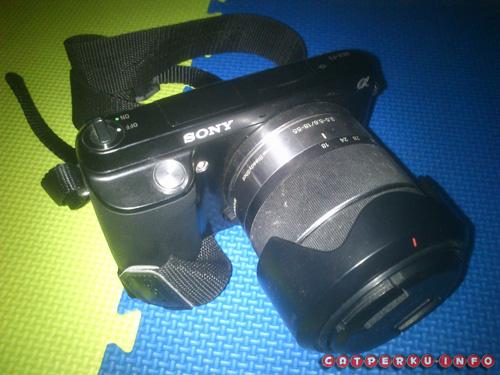 Kamera mirrorless Sony Nex F3 yang selalu menemani saya sekarang