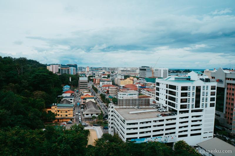Kota Kinabalu ini adalah salah satu tujuan liburan di Malaysia yang asik lho!