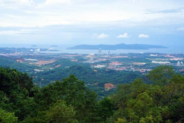 Kota Kinabalu terlihat cakep dari ketinggian Kokol Hill.