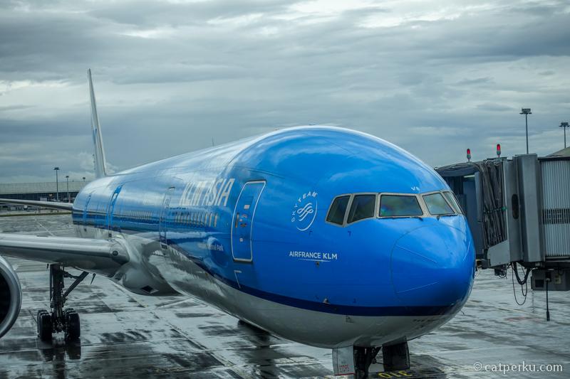 Logo SkyTeam tertoreh di body pesawat KLM Royal Dutch Airlines