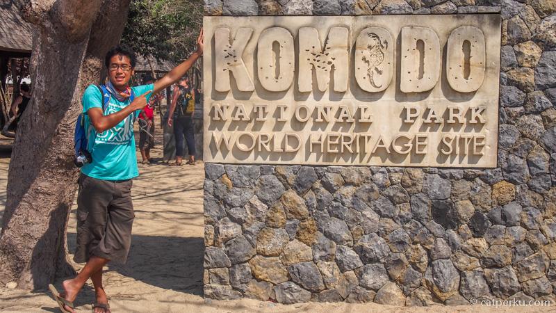 Pas berkunjung ke Pulau Komodo kemarin, entah kenapa pada foto disini. Saya ikutan aja~ Buat kenang-kenangan :D