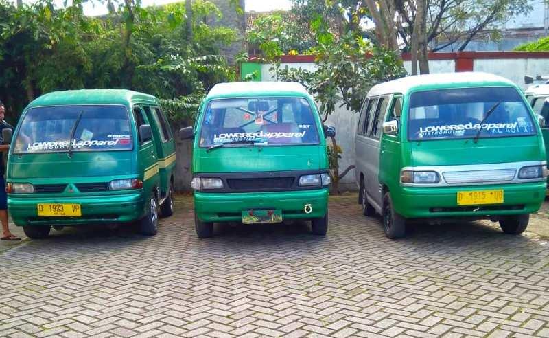 Masyarakat bandung masih cukup mengandalkan moda transportasi Angkot Bandung ini. via @ridwan_gumelar98