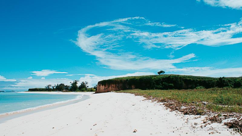 Mau sekali deh, berlama - lama di Pantai Cemara D, Sebentar saja pasti kurang banget!