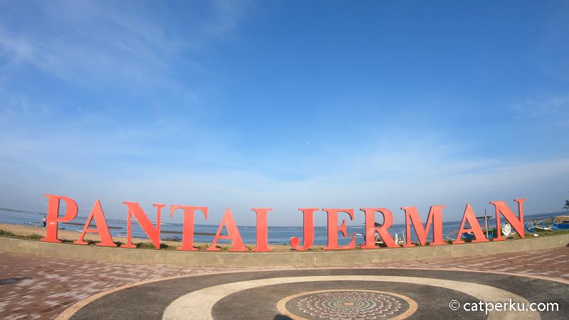 Menemukan lokasinya cukup mudah, tinggal cari tulisan Pantai Jerman ini.