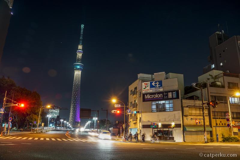 Mengagumi kemegahan Tokyo Skytree, paling asik melihatnya di malam hari